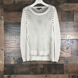 ROCK & REPUBLIC TOP KNIT WITH STUD ACCENTS